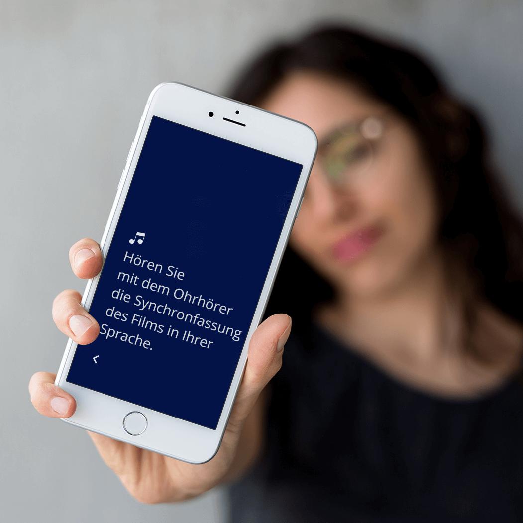 mehrsprachige Audioguide und Video- Synchronfassungen, live gestreamt auf das Smartphone
